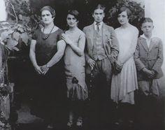 Frida Kahlo, erkek giysileri içinde, 1924