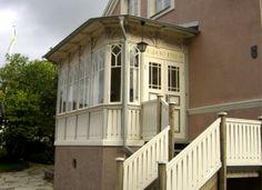 Glasveranda i gammal stil - 43 -- Byggnader och deras delar - Proveniens iFokus