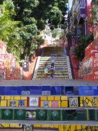 Mosaico Selarón na Escadaria da Lapa. Selarón foi um pintor e ceramista chileno radicado no Rio de Janeiro, no Brasil. #viagem #turismo #rio #lapa