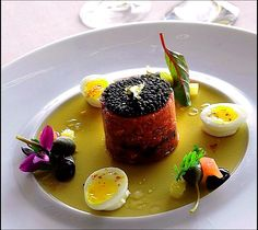 Culinary art captured - Tartar by Chef Philippe Jégo has never been so beautiful, I would almost hesitate before taking a bite! Chefs, Cocina Diy, Michelin Star Food, Modernist Cuisine, Western Food, Food Decoration, Molecular Gastronomy, Culinary Arts, Food Presentation