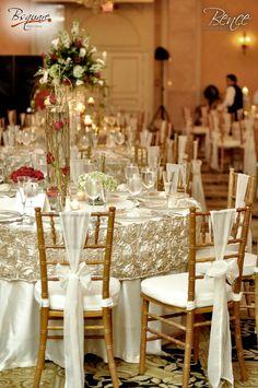 Montaje de boda en mesas redondas sillas tiffany for Sillas para eventos
