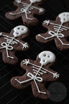 7 Griezelige Halloween Hapjes Halloween Sweets, Halloween Trick Or Treat, Halloween Decorations, Royal Icing Cookies, Cake Cookies, Cookie Pie, Cute Food, Cookie Decorating, Gingerbread Cookies