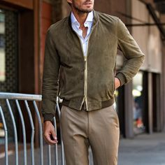 Visual Merchandiser, styling and still life designs Look Fashion, Mens Fashion, Stylish Jackets, Men Style Tips, Suede Jacket, Dress Codes, Summer Looks, Gq, Winter Outfits