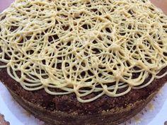 Sara La Fountainin herkullinen kahvikakku löytyi Sara La Fountainin 24Kitchen-ohjelmasta. Kakussa on ihanasti kanelille ja fariini... Pie, Baking, Ethnic Recipes, Desserts, Food, Torte, Tailgate Desserts, Cake, Deserts