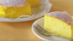 Easy Three-Ingredient Japanese Cotton Cheesecake Recipe (VIDEO, PHOTOS, RECIPE) Recipe Desserts with eggs, white chocolate, cream cheese 3 Ingredient Cheesecake, Cheesecake Recipes, Cheesecake Torta, Chocolate Cheesecake, Homemade Cheesecake, Chocolate Cake, Food Cakes, Cupcake Cakes, Mini Cakes
