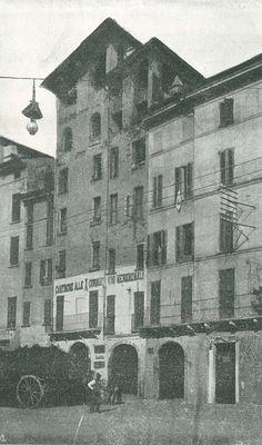 """""""Case demolite per creare via Camillo Pulusella"""" - 1903 http://www.bresciavintage.it/brescia-antica/storie-e-curiosita/case-demolite-per-creare-via-camillo-pulusella-1903/"""