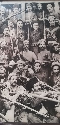 Iran Pictures, Old Photography, Revolutions, Iranian Art, Crazy Things, Historical Photos, Deities, Firearms, Middle East