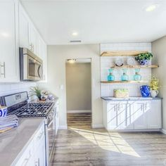Throwback Thursday is here! Check out this amazing living room and kitchen remodel done in The beautiful blues and amazing windows make this space bright and beautiful! ☀️ Enjoy your Thursday! Fix Upper, Flip Or Flop, Kitchenette, Kitchen Layout, Hgtv, Home Remodeling, Home Kitchens, Kitchen Remodel, Sweet Home
