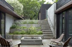 Kansas City, architect Josh Shelton of El Dorado Inc - A stepped concrete garden planted with herbs and flowers marks the descent to the house. The courtyard is the focal point of the U-shaped… Dwell Sunken Garden, Concrete Garden, Terrace Garden, Small Terrace, Small Patio, Garden Plants, Gardening Vegetables, Indoor Garden, Landscape Design