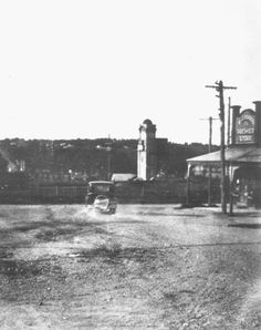Clock Tower in background. Old Photos, Vintage Photos, Commonwealth Bank, Melbourne Suburbs, Special Interest Groups, Melbourne Street, Historic Houses, Melbourne Victoria, Historical Society