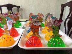 Enanos White Jello, Mousse, Princess Favors, Snow White Birthday, Disney Princess Birthday, Jelly Cake, Ideas Para Fiestas, Cute Images, Cute Food