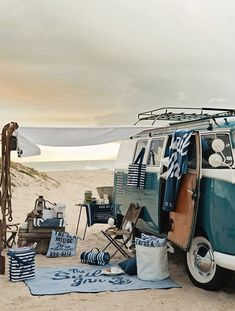 camping, old school. Not really legal any more but we can dream. (This has always been my goal in life, living in a VW van, on a beach, learning to surf) Vw Beach, Beach Picnic, Beach Camping, Camping Car, Beach Bum, Camping Ideas, Beach Trip, Summer Beach, Summer Picnic