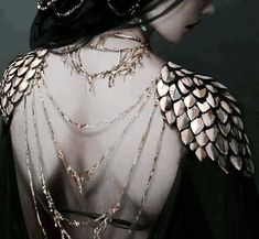 Ancient Greece Greek aesthetic shoulder jewelry clothes dress back female mystic magic fantasy scales dark gold Dark Books, Character Inspiration, Style Inspiration, Yennefer Of Vengerberg, Neue Outfits, Diy Schmuck, Costume Design, Fairy Tales, Gothic