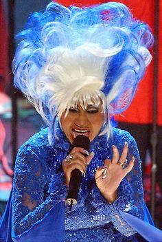 """La poderosa voz que inmortalizó el inconfundible grito de """"¡Azúcar!"""", símbolo de la salsa cubana, calló para siempre hace diez años, dejando huérfano al género musical de una de sus mayores artistas, la inimitable Celia Cruz. http://dedica.la/artist/Celia+Cruz#.UeVtqPaMYzk"""