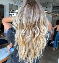 41 Best Hair Color Ideas for Wavy Hair 41 Beste Haarfarbe Ideen für welliges Haar Ombre Hair Color, Hair Color Balayage, Cool Hair Color, Hair Highlights, Haircolor, Blonde Balayage Long Hair, Dyed Blonde Hair, Nice Hair Colors, Brown Hair Balayage Blonde
