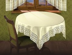 Obrus Leoncio wykonany został z tkaniny zakończonej żakardową koronką w kolorze ecru.