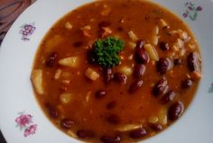 Fazolová polévka se slaninou Chana Masala, Cheeseburger Chowder, Chili, Beans, Food And Drink, Yummy Food, Baking, Vegetables, Ethnic Recipes