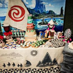 "50 Likes, 7 Comments - Sugar Lagoon (@sugarlagoonparties) on Instagram: ""I wanted the table to scream Moana and not Hawaiian party. Eric @daydreamer.ek definitely helped me…"""