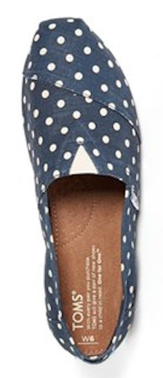 polka dot TOMS http://rstyle.me/n/nkqyapdpe