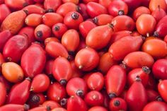 The humble rosehip seed is a bit of a legend in the beauty world. Well, the rosehip oil that is extracted from this outstanding seed is a skin-rest. Rosehip Oil Benefits, Close Up Photos, Food And Drink, Skin Care, Homemade, Health, Belleza Natural, Flu, Patagonia
