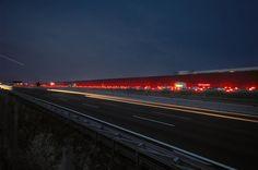 #JeanNouvel racconta il #kilometro #Rosso, la #poetica dell' #autostrada e della sua #velocità. Il colore della #trasversalità, del #legame, del #rapporto, e del #limite rappresenterà il mondo rumoroso dell'autostrada contrapponendosi al #verde del parco tecnologico, in un gioco di #complementarità e #opposizione.
