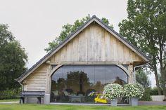 Great combination of wood and glass Pavillion Backyard, Garden Structures, Outdoor Structures, Barn Door Sliders, Outdoor Rooms, Outdoor Decor, Dutch House, Weekend House, Pool Houses