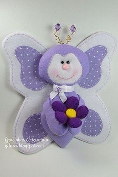 Love the detail on this felt butterfly.NO pattern Felt Diy, Felt Crafts, Crafts To Make, Fabric Crafts, Sewing Crafts, Sewing Projects, Projects To Try, Butterfly Felt, Butterfly Crafts