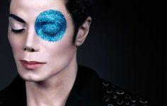 """Hace 3 años que desaparecía el Michael Jackson ¿cuál es vuestro tema preferido del """"Rey del Pop""""?  http://www.facebook.com/questions/10150876122852085/"""