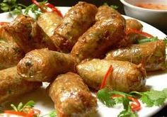 Fry spring rolls are very famous for people here, it also attract many tourists to do it when they comme back home. Vietnamese Pork, Vietnamese Cuisine, Vietnamese Recipes, Asian Recipes, Garlic Recipes, Ethnic Recipes, Veggie Spring Rolls, Fried Spring Rolls, Pork Wraps