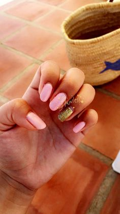 Nail art, pink with a golden touch