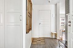 Med ett perfekt läge på Lindhagensgatan 73 finner ni denna ytterst välplanerade och totalrenoverade 3:a om 75,5 kvm med balkong i bästa solläge! Lägenheten karaktäriseras av en öppen planlösning mellan kök och vardagsrum vilket ger ett härligt ljusin...