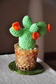 Hace algunas semanas se me ocurrió que quería un cactus hecho en crochet para decorar mi living. Habiendo tejido alguna vez, me imaginé ...