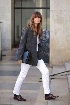 Jeans brancos com casaco de fazenda de lã e sapatos masculinos. Primavera Fresca - spring style
