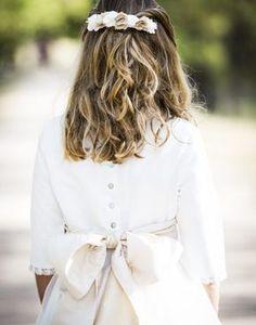 Complementos de comunión - coordinanos Communion Dresses, First Communion, Flower Girl Dresses, Hairstyle, Fashion Outfits, Wedding Dresses, Accessories, Clothes, Crown