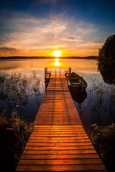 Landscape Photography, Nature Photography, Lake Photos, Beautiful Sunrise, Beautiful Life, Belle Photo, Nature Photos, Beautiful Landscapes, Wonders Of The World
