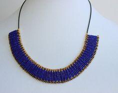 Blu Royal e collana oro spilla di sicurezza