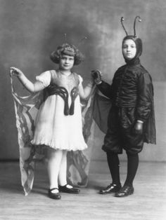 Photographic Print: Portrait of Two Children in Carnival Costumes, She is a Butterfly, He is a Caterpillar by Carlo Wulz : Retro Halloween, Halloween Fotos, Vintage Halloween Photos, Halloween Costumes For Kids, Costumes Kids, Halloween Inspo, Halloween Painting, Pirate Costumes, Vintage Fairies