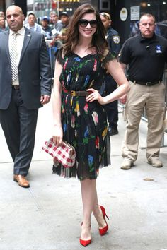 "Anne Hathaway in Vintage floral print dress, Vintage Gucci belt and Christian Louboutin pumps on ""Good Morning America"""