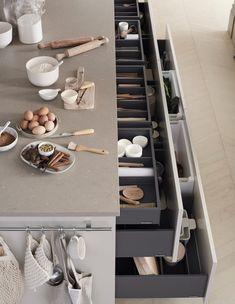 Bakery Kitchen, Kitchen Dinning, Home Decor Kitchen, Kitchen Interior, Kitchen Design, Le Living, Pantry Inspiration, Scandinavian Kitchen, Apartment Interior