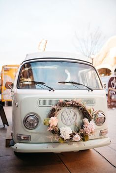Polka Dot Retro Reception with a Vintage VW Bus Photobooth What's not to love! This VW bus is a photobooth for your party guests! Vw Camper, Volkswagen Bus, Wedding Table Deco, Deco Table, Wedding Car Decorations, Vw Vintage, Vintage Decor, Combi Vw, Cute Cars