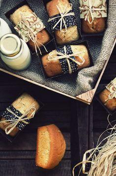 Bread Packaging, Bakery Packaging, Cookie Packaging, Food Packaging Design, Petit Cake, Cake Stall, Pan Dulce, Food Gifts, Mini Cakes