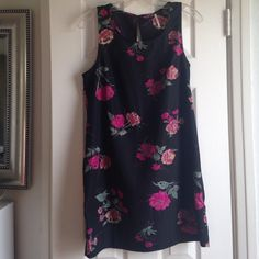 "Free People floral shift dress 100% poly shift dress. Hand wash. Unlined. Bust darts. Keyhole closure. 23"" from armpit to hem. Perfect with leggings and a cardigan. Free People Dresses"