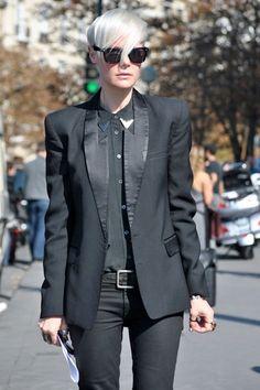 Kate Lanphear surely knows how to rock a tuxedo. #topshop #streetstyle # tuxedo #tailoring #elle #editor