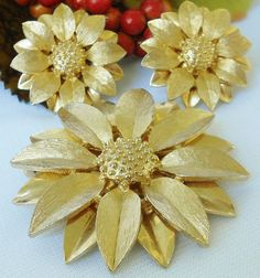 Gold Sunflower Sarah Coventry Jewelry Set by normajeanscloset, $18.99