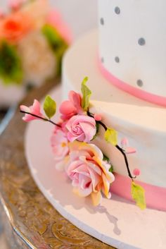 floral-detail-wedding-cake