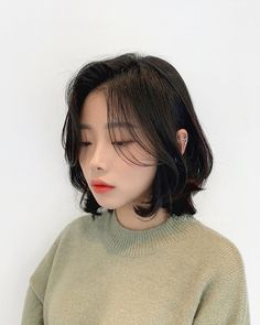 Short Layered Bob Haircuts, Cute Bob Haircuts, Haircuts With Bangs, Short Hair Cuts, Girl Short Hair, Kawaii Hairstyles, Pretty Hairstyles, Shot Hair Styles, Curly Hair Styles