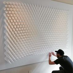 Paper artist Matthew Shlian combines his talent for sculpture with a knack for engineering, producing geometric works that are composed of tight-knit tessellations. Les Sculptures g& de Papier de Matthew Shlian Staggering new paper sculptures by Ann Arbor Geometric Sculpture, Geometric Wall Art, Geometric Painting, Wall Sculptures, Sculpture Art, Paper Sculptures, Matt Shlian, Photowall Ideas, Paper Engineering