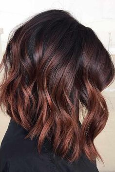 Dark Wavy Angled Long Bob Haircuts With Cherry Red Highlights - rote Frisuren Brown Hair Balayage, Balayage Brunette, Hair Highlights, Color Highlights, Brown Hair With Red Highlights, Red Brunette Hair, Dark Balayage, Short Balayage, Hair Color Dark