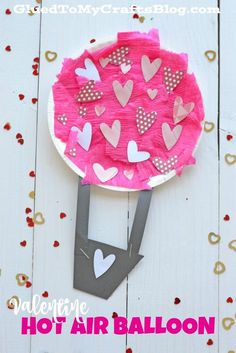 Paper Plate Valentine Hot Air Balloon - Kid Craft For Valentine's Day! Using a paper plate, pink crepe paper and a paper heart punch, you too can make this darling Valentine Hot Air Balloon craft in no time! Valentine's Day Crafts For Kids, Valentine Crafts For Kids, Daycare Crafts, Valentines Day Activities, Preschool Crafts, Valentines Crafts For Kindergarten, Valentines Day Decor Classroom, Homemade Valentines, Craft Activities