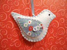 handmade felt bird ornament - love the contrasting fabric wing with a tiny button Mais Felt Ornaments Patterns, Felt Crafts Patterns, Handmade Ornaments, Handmade Felt, Handmade Christmas, Navidad Natural, Felt Animal Patterns, Bird Christmas Ornaments, Xmas